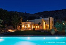 Beautiful house with pool in Crete